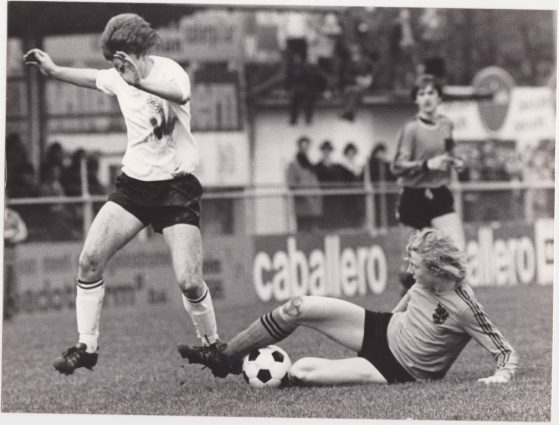 Lubertus Leutscher in action during the international match between the Netherlands and Great Britain in 1976